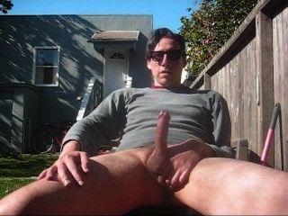 Straight Guy wichst seinen Schwanz außerhalb