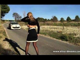 sexy und nackt auf der Straße