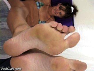 große Füße in Ihrem Gesicht