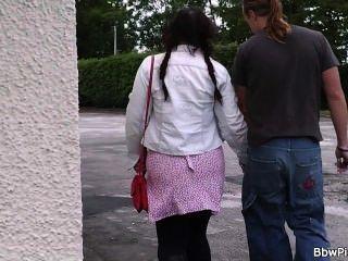 bbw Touristen abgeholt und in der öffentlichen Toilette gefickt