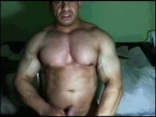 Latin Bodybuilder Cumming auf Cam gefangen