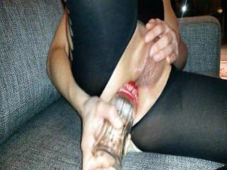 Ficken und Stretching meinen Arsch mit Cola-Flasche
