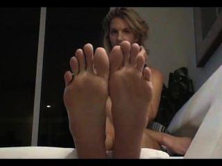 langen, schlanken Zehen 2