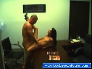 Amateur Paar Sex-Show im Büro