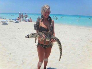 sarah Stripper aufbläst winzige enge Bikinis
