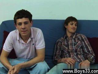 Homosexuell Porno mit dem Futon herausgezogen und die Jungs bereit, Preis stieg ab