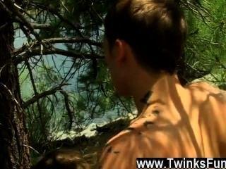 Twinks xxx ihre Stange Fähigkeiten saugen sollte ihnen eine besondere Abzeichen verdienen, aber