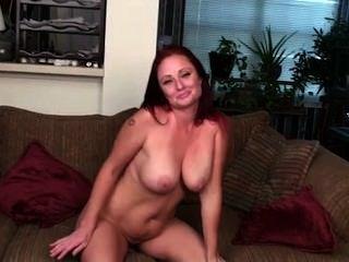 üppigen roten Haaren Puma mit großen Titten Masterbates