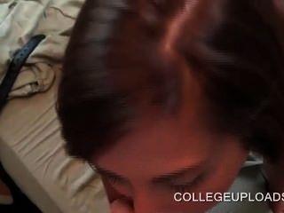 College Minx geben Oralsex ihr bf in pov