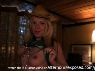heißes Mädchen mit mir nach Hause kommen, nachdem die Bars meinen Whisky Schwanz in der Saugen