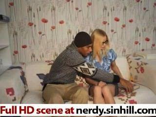 Skinny russische blonde Würgen auf einem riesigen schwarzen Schwanz - nerdy.sinhill.com