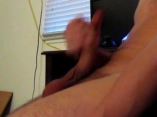 Solo männliche Masturbation beim Wichsen (erstes video)
