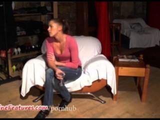 19yo tschechische Küken zeigt ihren nackten Körper beim Casting