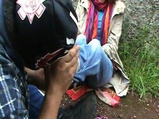 Europäische Mädchen erhalten kitzelte