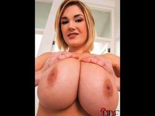 big boobs erfreuen - siri samshed 1