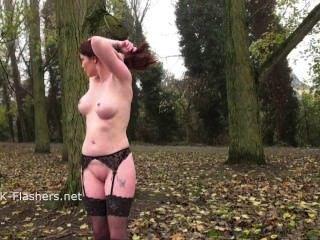 Rotschopf holly küssen in der Öffentlichkeit und im Freien Dildo Masturbation blinkt