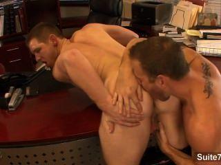 rüstig Homosexuell lecken und Esel im Büro Buckel