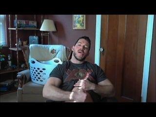 str8 Muskel Kerl wichst zu Porno off & abspritzt