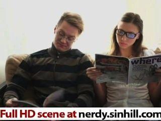 nerdy russische Hottie gefickt nach freud - nerdy.sinhill.com