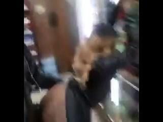 Typ Video ihn selbst ficken in einem Geschäft