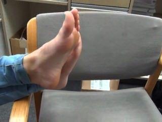 marie zeigt ihr süßes 18-jährige Latina Füße