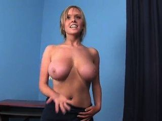 nackt vollbusige Mädchen Handtuch Tanz