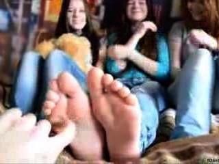 3 Mädchen Fuß kitzeln
