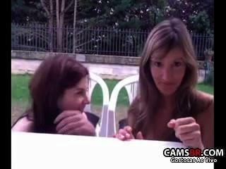 duas safadas kein quintal se Mostrando na Webcam