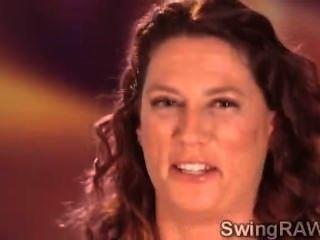 dieser Pool-Party ist ein Vorwand, um Swinger Paare bekommen böse machen