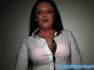 publicagent vollbusige MILF hat Sex mit einem Fremden für Bargeld