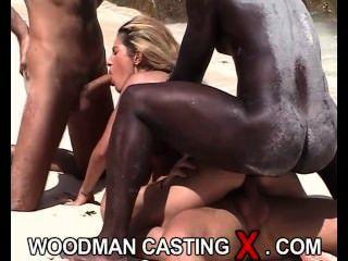 wunderschöne blonde jugendlich erotischen Foto-Shooting auf der tropischen Insel