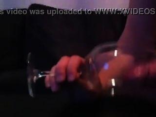 danish bi Junge spielt Hahn & kommt mit Sperma im Glas (nach 3 Stunden spielen)