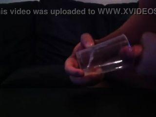 danish bi Junge spielt Hahn & kommt mit Sperma im Glas