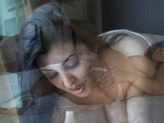 Daylene rio macht einen Blowjob und bekommt Sperma auf ihre natürliche Brust