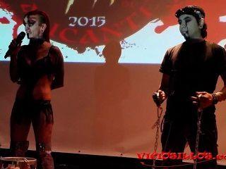 Alexie Puppe y martyn martir Fakirshow in Terror-Festival von viciosillos