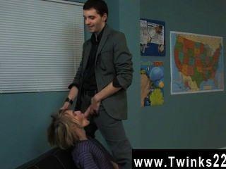 erstaunliche Twinks die schöne blonde Stud ist eine persönliche Lektion in Drama bekommen