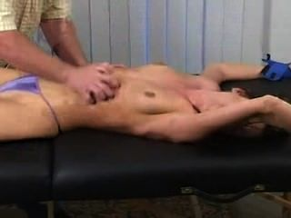 gebunden & kitzeln gefoltert - Kayla