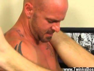 Homosexuell Video zuerst bekommt er den Boten sein hart auf die Luft zu sprengen, bevor er bekommt