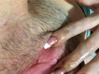 18-jährige Mädchen Finger fickt sich, bis sie Cums dann dat ass spankin
