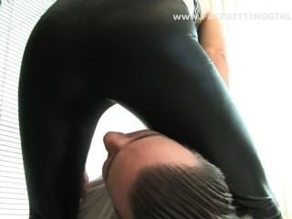 Facesitting Ersticken schwarzen Leggings