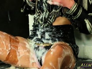 hungrig Milf mit dem Glory Hole sexy spielen