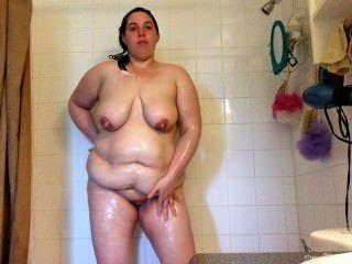 sexy bbw Milf Dicke Titten tropfnass und in Seife in der Dusche eingeseift