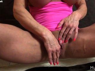 Ashlee Kammern ihre große Klitoris.