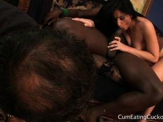 latina Göttin Cucks Hubby mit bbc und zeigt in der Welt ihm seinen Platz