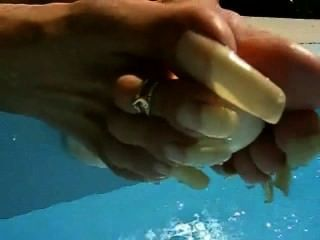 französisch Frau natürliche lange Fußnägel mit Dildo Playin