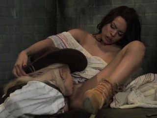 luna Stern bekommt kubanischen Muschi von großen Titty lesbischen Sheriff leckte heraus!