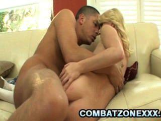 elaina raye - Skinny blonde Teen von einem großen Schwanz gehämmert