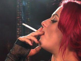 sexy Rauchen Rothaarige