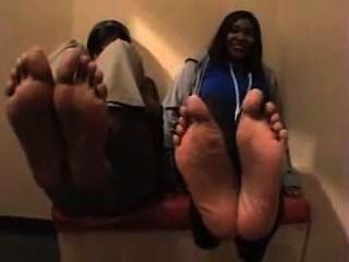 2 sexy Ebenholz Mädchen Füße, Größe 10 und eine Hälfte und Größe 8 und eine halbe