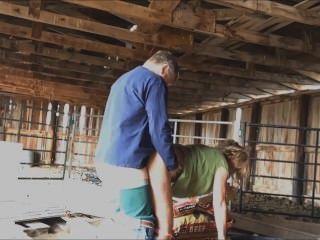 Rancher fickt mich in seiner Scheune